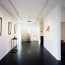 ギャラリー/壁:紙クロスにペンキ塗り 床:コルクタイル