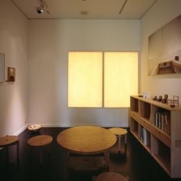 和雑貨ショップ+手仕事ギャラリー  築35年の耐震補強・全面改修 (ギャラリー/和紙を通してやわらかい光が届く)