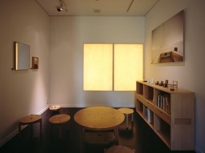 ギャラリー/和紙を通してやわらかい光が届く (和雑貨ショップ+手仕事ギャラリー  築35年の耐震補強・全面改修)