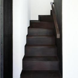浮遊感のある階段/錆鉄仕上げ