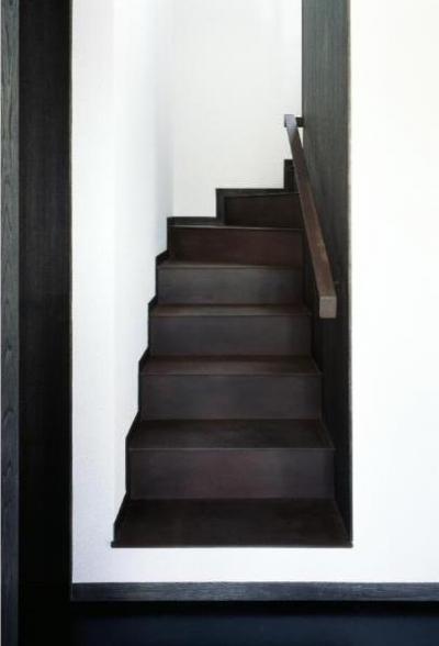 和雑貨ショップ+手仕事ギャラリー  築35年の耐震補強・全面改修 (浮遊感のある階段/錆鉄仕上げ)