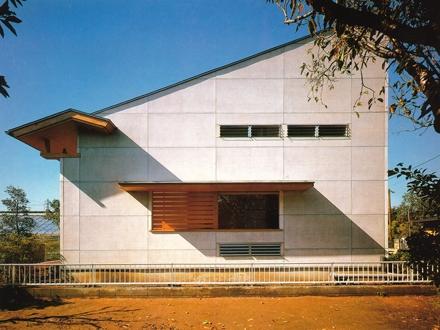 亀井野の家