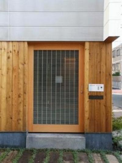 等々力の家 (外から見た玄関)