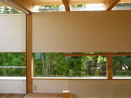 等々力の家 (リビングの幅広の窓)