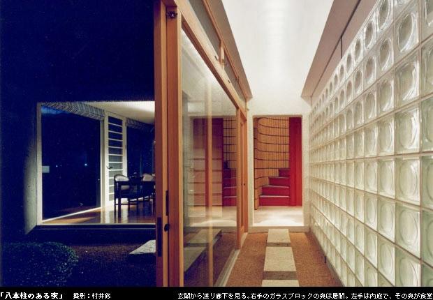 八本の柱のある家の部屋 渡り廊下