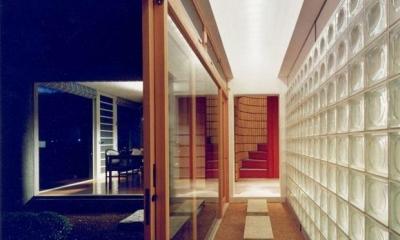 八本の柱のある家 (渡り廊下)