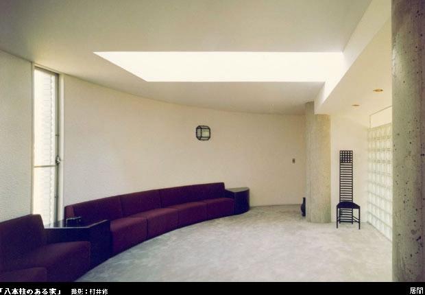 八本の柱のある家の部屋 居間 2