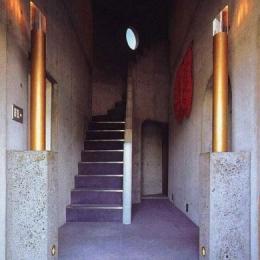 三方が原戦場跡地に建つ家 (玄関ホール)