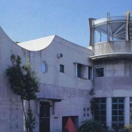 三方が原戦場跡地に建つ家 (外観)