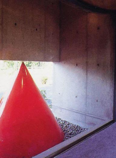 三方が原戦場跡地に建つ家 (廊下から石庭を見る)