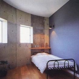三方が原戦場跡地に建つ家 (半円形の子供室)
