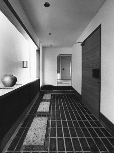 F邸の写真 玄関・渡り廊下