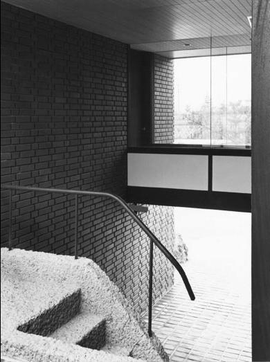 F邸の写真 ガラスの渡り廊下