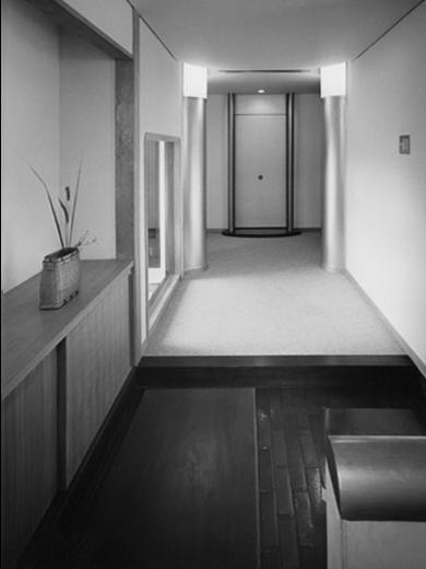 波田町の家の写真 玄関からホールを見る