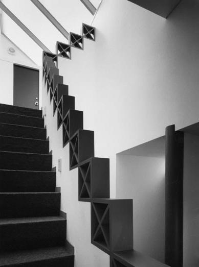 K邸の部屋 階段室