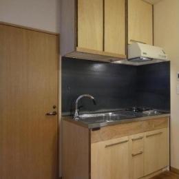 キッチン/タモ、チーク、シナベニヤ、鉄板 (ローコストリノベーション  無機質空間から木質空間へ)
