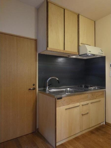 ローコストリノベーション  無機質空間から木質空間へ (キッチン/タモ、チーク、シナベニヤ、鉄板)