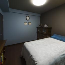 要望を叶えた大空間には収納もたっぷり。ホテルライクに暮らせる、洗練のデザイン空間 (寝室)