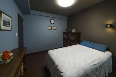 寝室 (要望を叶えた大空間には収納もたっぷり。ホテルライクに暮らせる、洗練のデザイン空間)