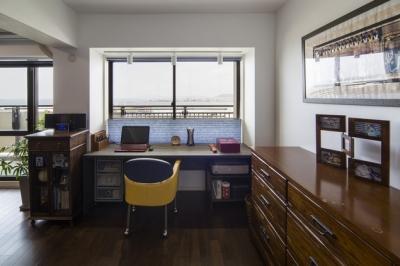 ワークスペース (要望を叶えた大空間には収納もたっぷり。ホテルライクに暮らせる、洗練のデザイン空間)