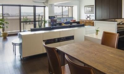 要望を叶えた大空間には収納もたっぷり。ホテルライクに暮らせる、洗練のデザイン空間 (リビングダイニング)
