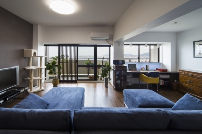 リビング (要望を叶えた大空間には収納もたっぷり。ホテルライクに暮らせる、洗練のデザイン空間)
