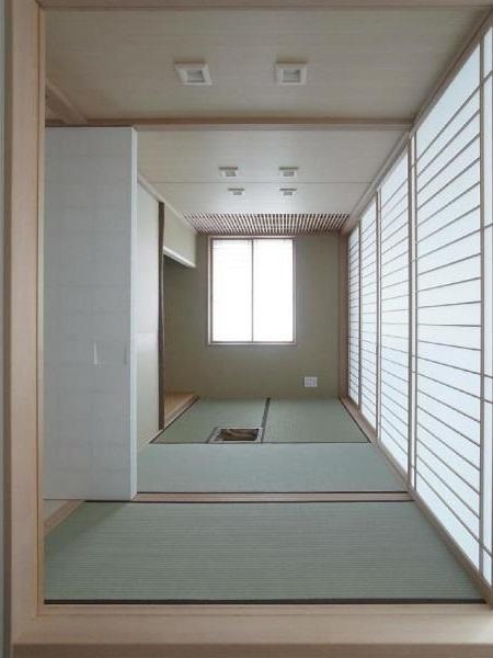 マンションに仏間⇔茶室  住まいの一角に心落ち着く空間をの写真 三畳茶室/水屋側より