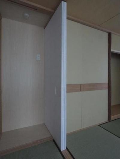 建具開閉1/左側に置き水屋を配置する (マンションに仏間⇔茶室  住まいの一角に心落ち着く空間を)