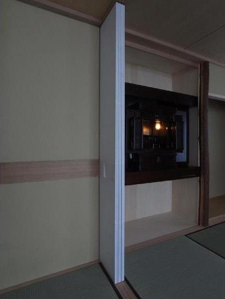 マンションに仏間⇔茶室  住まいの一角に心落ち着く空間をの部屋 建具開閉4/仏壇を開けた状態