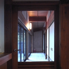 山添の家の部屋 廊下