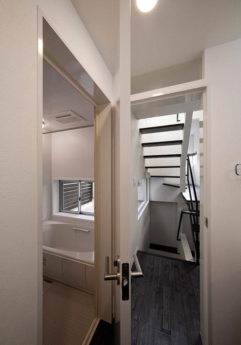 WA邸の部屋 浴室入り口