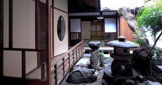 奈良町O邸(登録文化財)の部屋 中庭