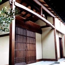T 邸 (玄関)