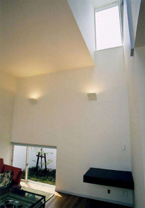 BF邸の写真 高窓による採光の確保2
