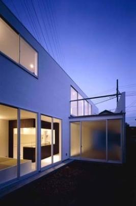 house Kfの部屋 外観(夜間)(撮影:H.HIRAI & H.SUGIURA)