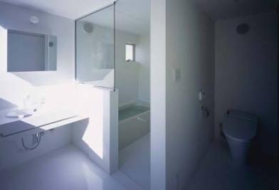 house Kfの部屋 バス(撮影:H.HIRAI & H.SUGIURA)