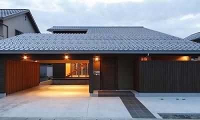 外観(点灯)(撮影:Tomohiro Sakashita)|燻の家