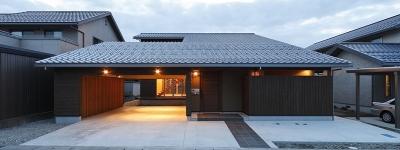 外観(点灯)(撮影:Tomohiro Sakashita) (燻の家)