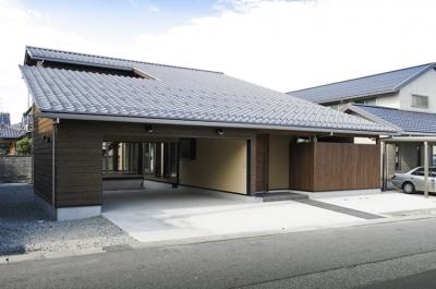 燻の家 (外観(日中)(撮影:Tomohiro Sakashita))