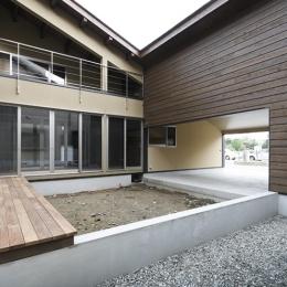 燻の家 (中庭(日中)(撮影:Tomohiro Sakashita))