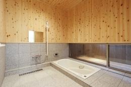 燻の家 (バス(撮影:Tomohiro Sakashita))