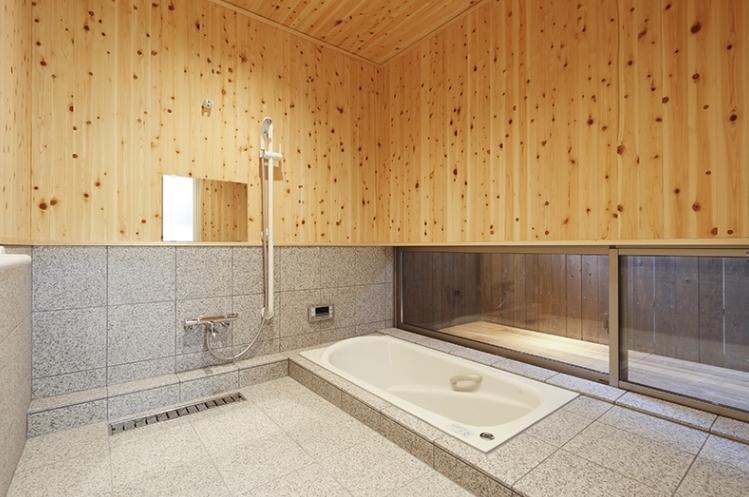 燻の家の部屋 バス(撮影:Tomohiro Sakashita)