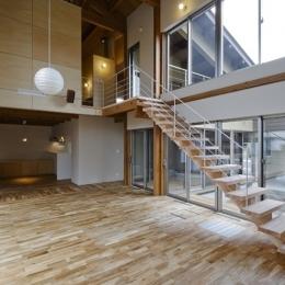 燻の家 (リビング(撮影:Tomohiro Sakashita))