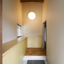 燻の家の写真 玄関(撮影:Tomohiro Sakashita)