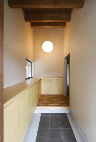 玄関(撮影:Tomohiro Sakashita) (燻の家)
