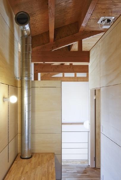燻の家の部屋 空調設備(撮影:Tomohiro Sakashita)