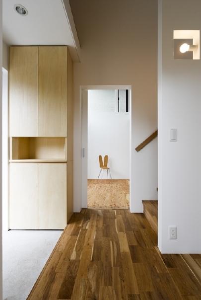 凸の家の部屋 玄関(撮影:Tomohiro Sakashita)