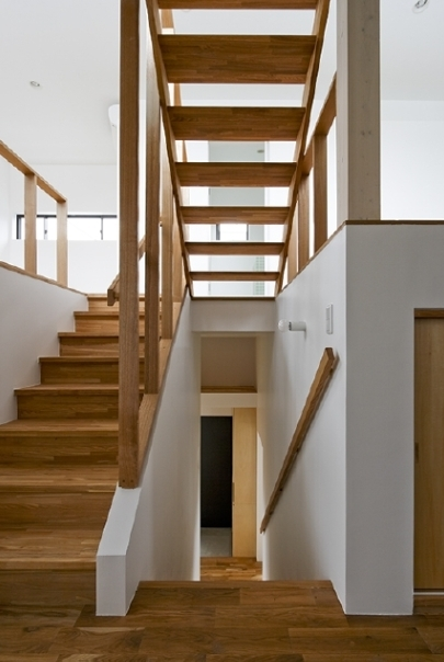 凸の家の部屋 階段(撮影:Tomohiro Sakashita)