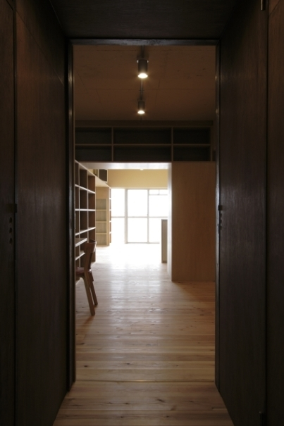 902の部屋 廊下(撮影:Tomohiro Sakashita)