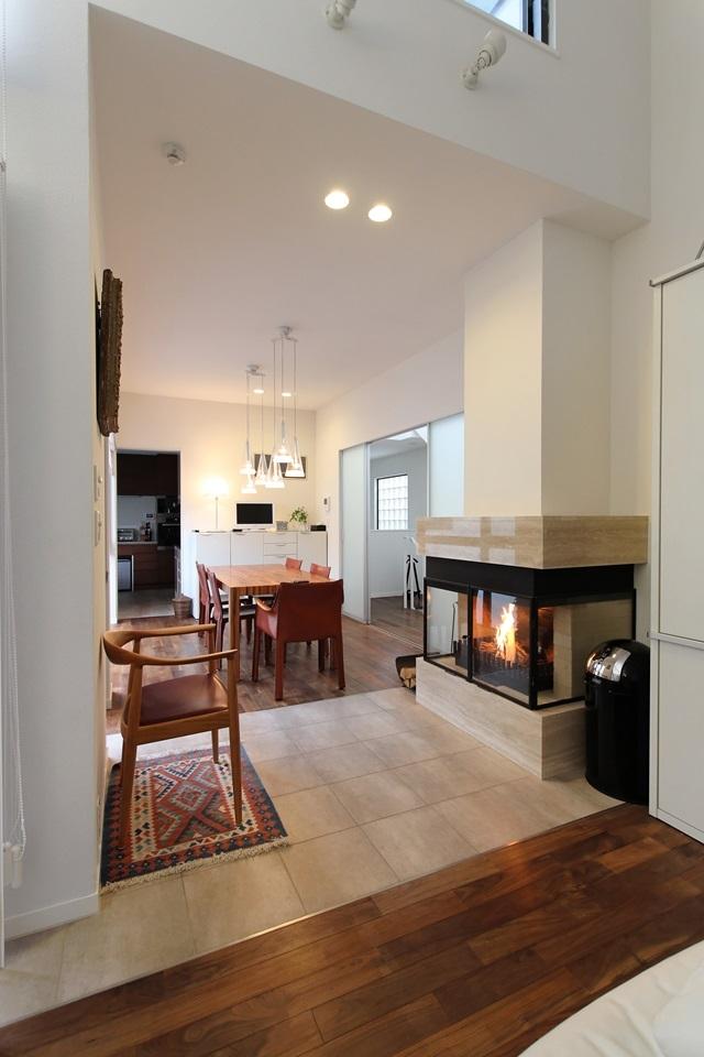 中庭のある家(1)の写真 暖炉
